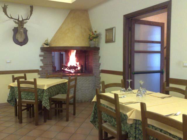 ristorante-tartufo_sala-camino